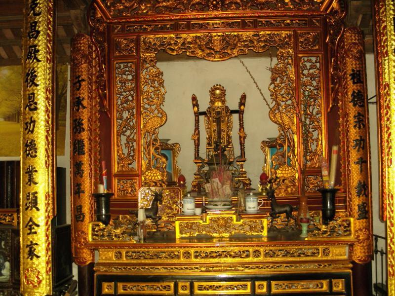 Không gian nội thất phòng thờ | bàn thờ tổ tiên | hướng bàn thờ