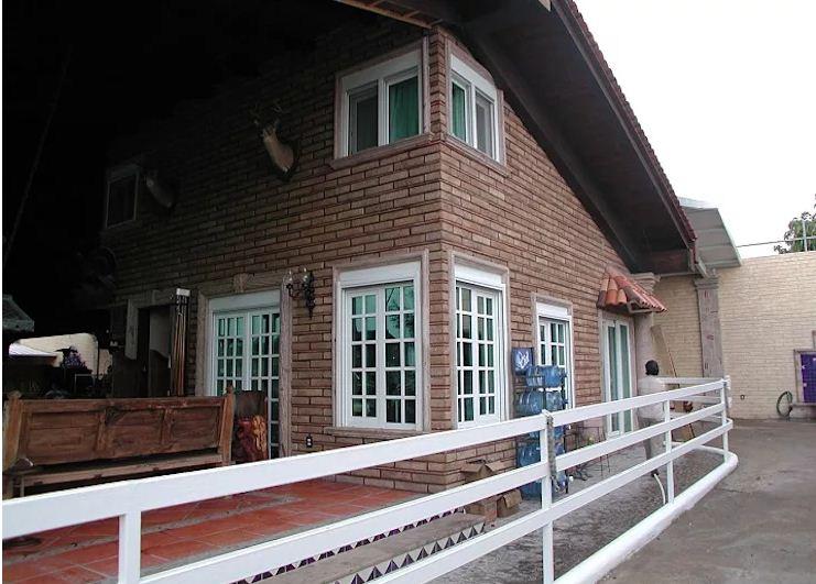Mẫu cửa sổ khung gỗ đơn giản cho nhà ống. 3