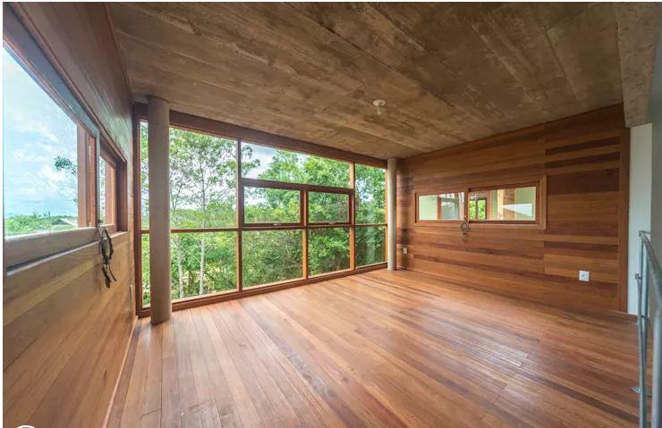 Mẫu cửa sổ khung gỗ đơn giản cho nhà ống. 4