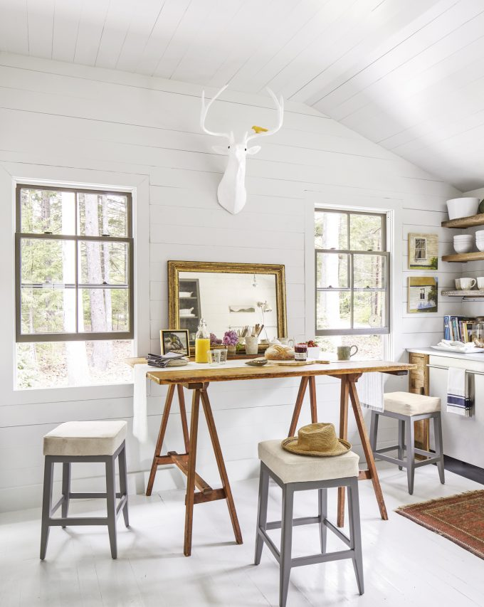 Thiết kế nội thất nhà chất liệu gỗ tự nhiên - Bàn ăn sáng và làm việc