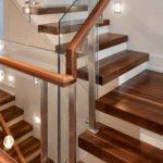 Thi công gỗ nội thất giá rẻ cho cầu thang nhà ống