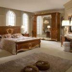 Top 10 mẫu giường ngủ gỗ tân cổ điển được ưa chuộng nhất năm 2021